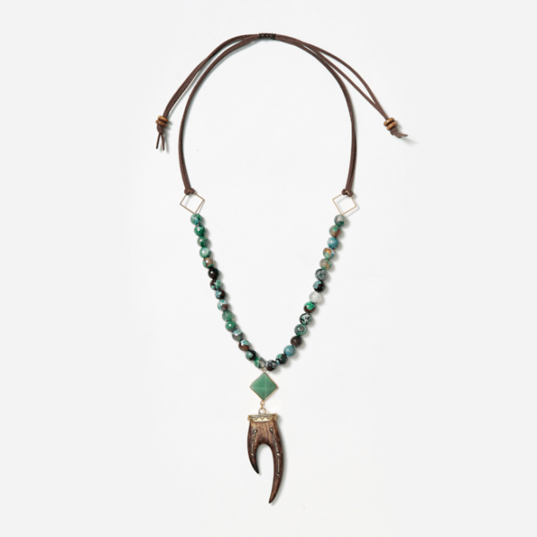 neckpiece with pyramid and horn pendants