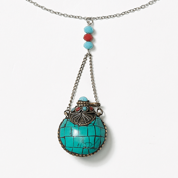 chain necklace with tibetan snuff bottle